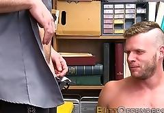 Amateur thief facialized