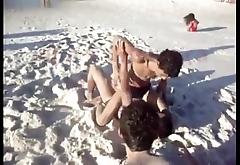 MMA na praia de sunga