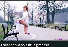 Folla en la bola de ejercicio - Alexis Cristal - mira el video completo aqu&iacute_ http://shink.me/nmJZF