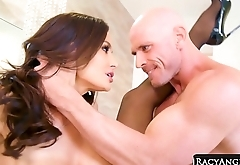 Busty Dark Haired MILF Lisa Ann in Passionate Hardcore Sex with Robust Big Cocked Johnny Sins