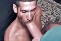 Mamando dotado da rola mega grossa