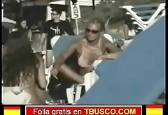 Belen Esteban en bikini en la playa