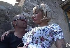 Espagnole &agrave_ gros seins se fait baiser en ext&eacute_rieur